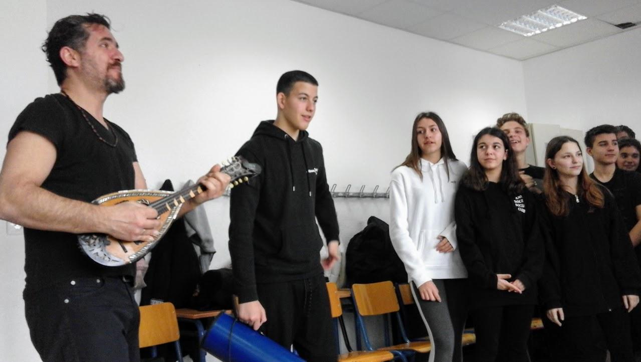 Η Γ' Γυμνασίου παίζει θέατρο-0