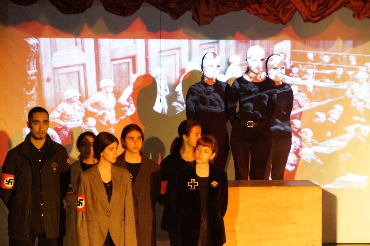 Εκδήλωση των μαθητών της Γ΄Λυκείου « Καταδικάζοντας την Τυραννία- 17 Νοέμβρη »-0