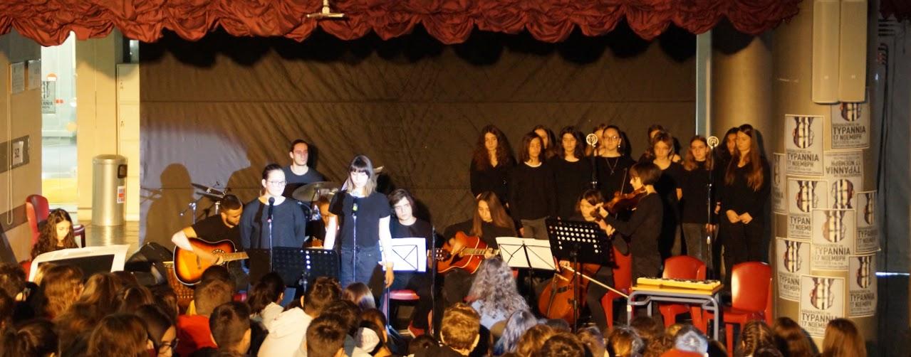 Εκδήλωση των μαθητών της Γ΄Λυκείου « Καταδικάζοντας την Τυραννία- 17 Νοέμβρη »-8