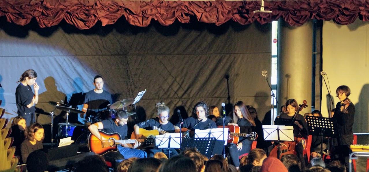 Εκδήλωση των μαθητών της Γ΄Λυκείου « Καταδικάζοντας την Τυραννία- 17 Νοέμβρη »-12