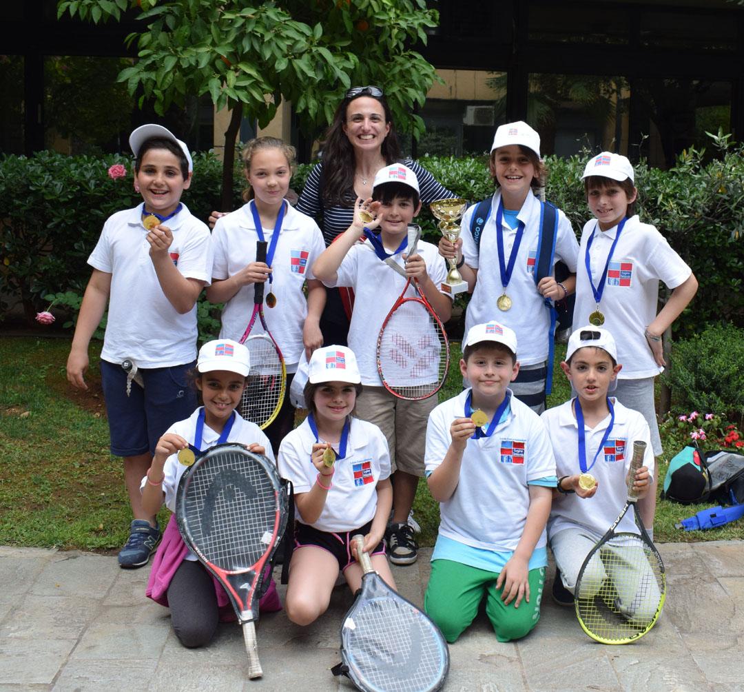 Nos élèves de l'AES tennis rentrent victorieux du tournoi à OAKA-0