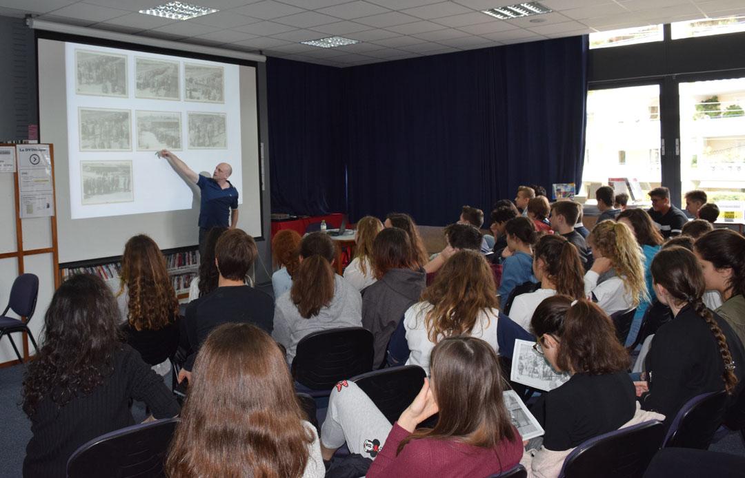 L'historien Tal Bruttman donne une conférence aux élèves du LFHED sur des archives photographiques d'Auschwitz-2