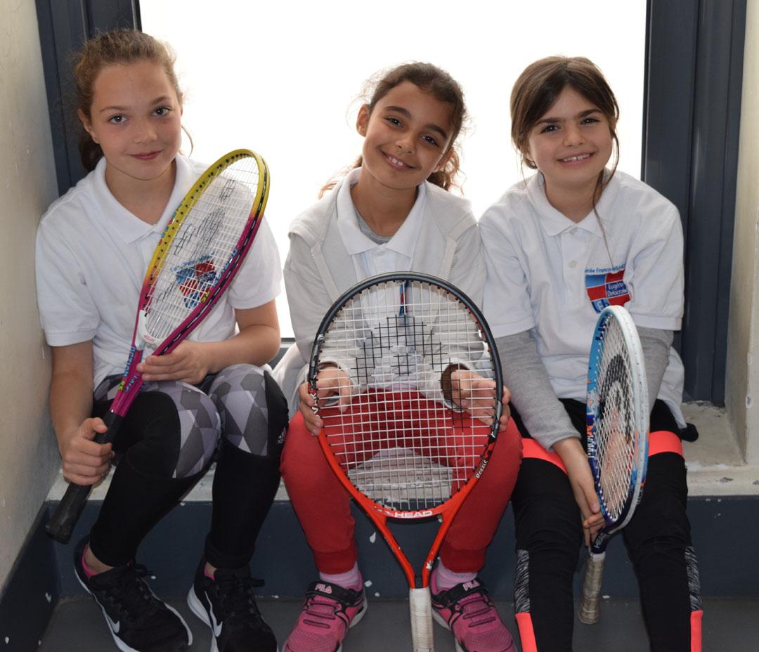 Nos élèves de l'AES tennis rentrent victorieux du tournoi à OAKA-1