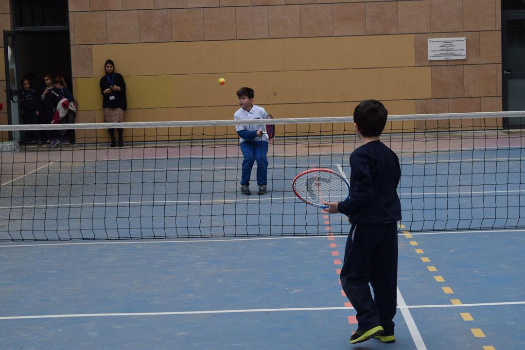 Nos élèves de l'AES tennis rentrent victorieux du tournoi à OAKA-2