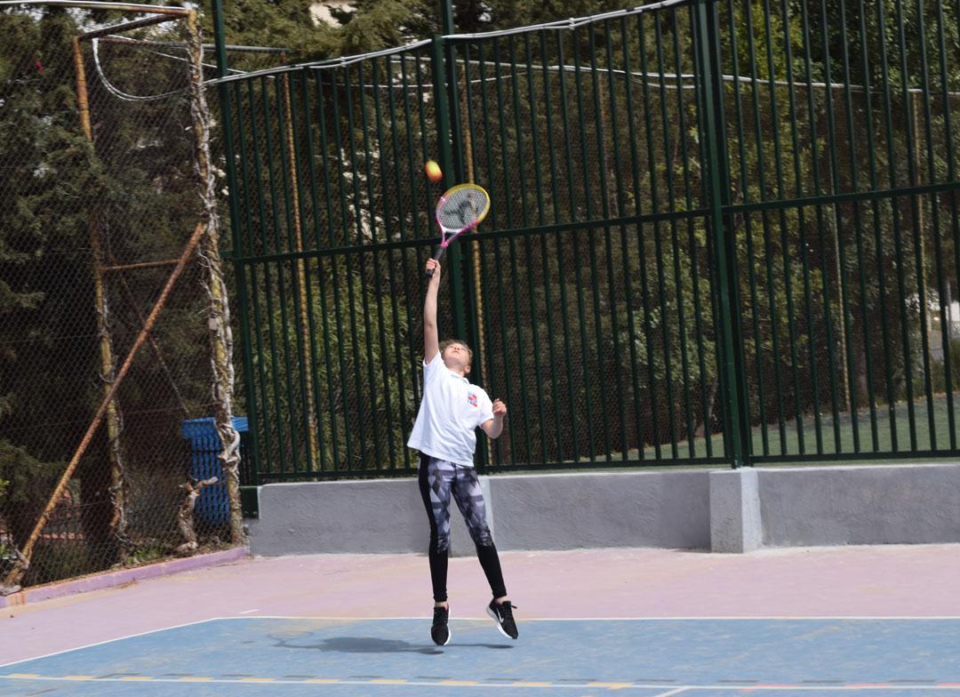 Nos élèves de l'AES tennis rentrent victorieux du tournoi à OAKA-3