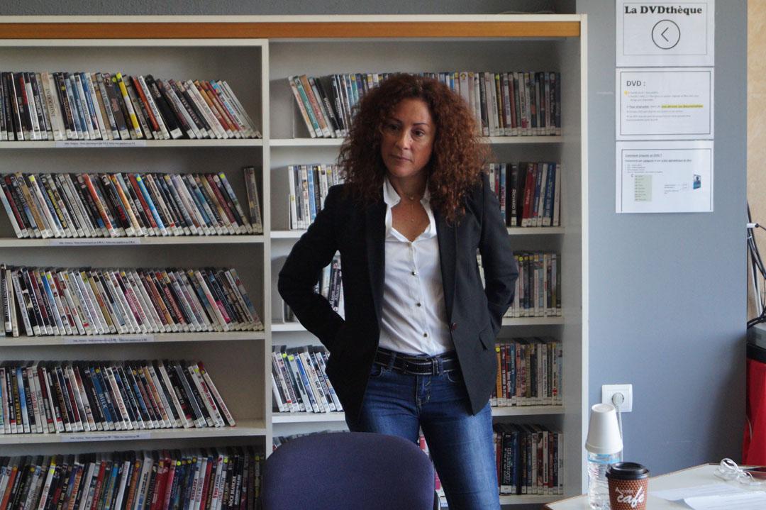Η δημοσιογράφος Σοφία Φασουλάκη με τους μαθητές και τις μαθήτριες της Β' Λυκείου