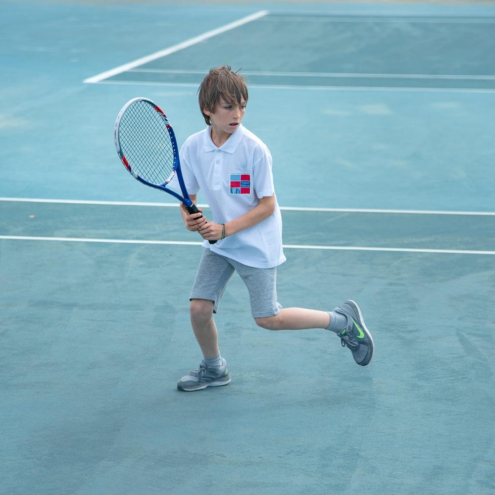 Nos élèves de l'AES tennis rentrent victorieux du tournoi à OAKA-4