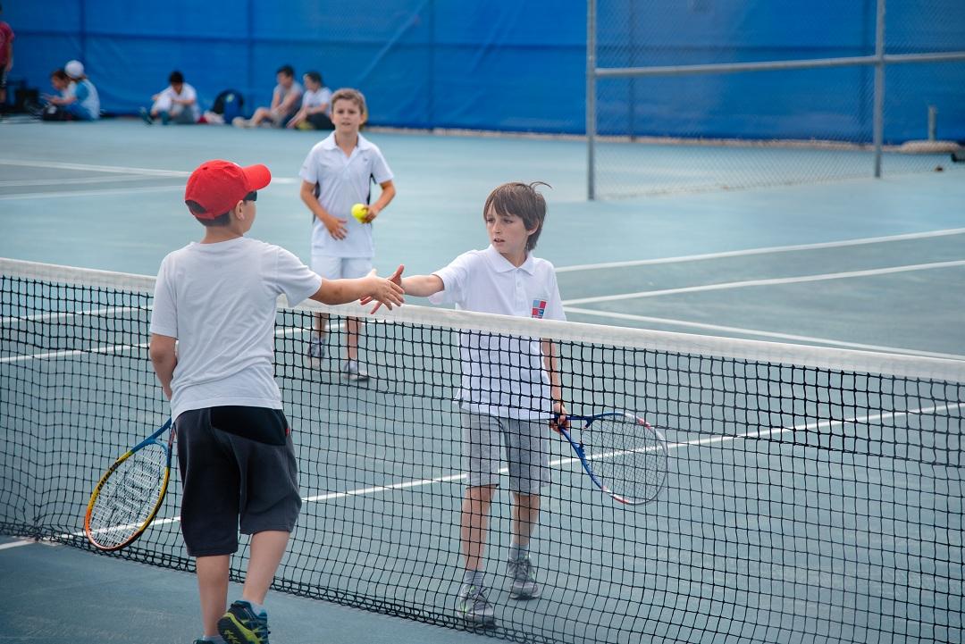 Nos élèves de l'AES tennis rentrent victorieux du tournoi à OAKA-5