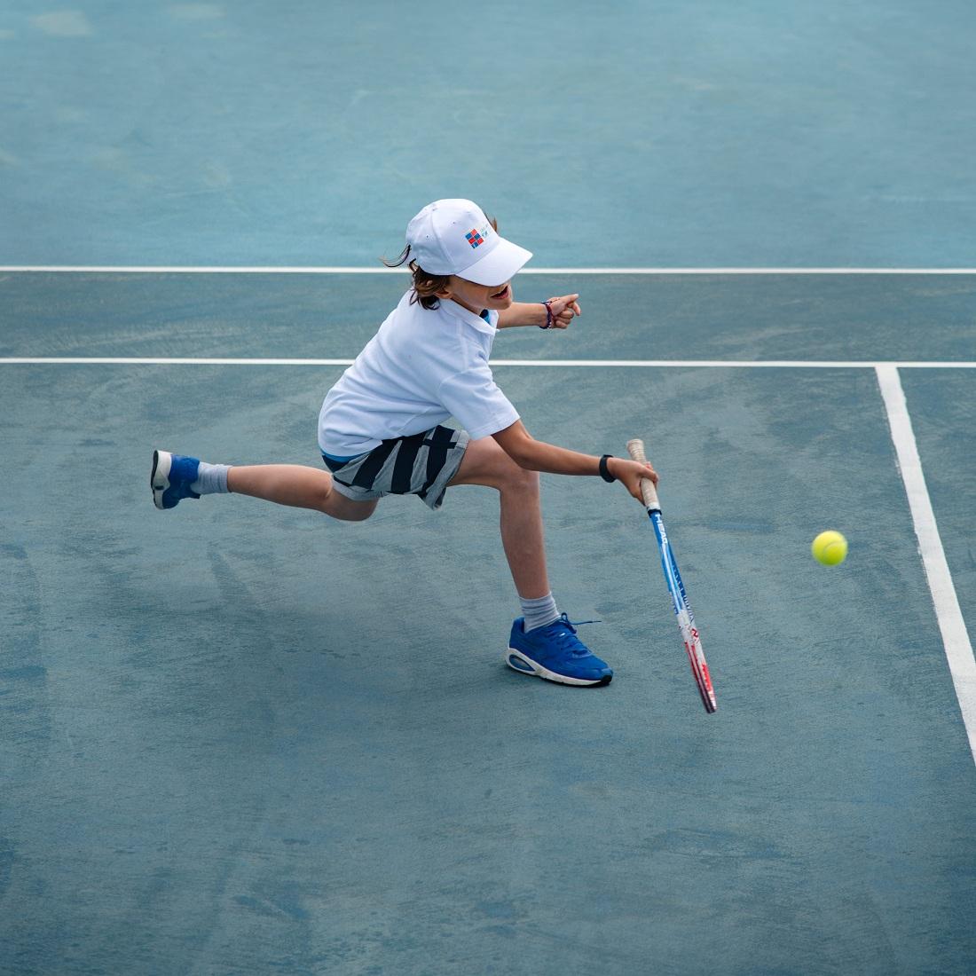 Nos élèves de l'AES tennis rentrent victorieux du tournoi à OAKA-6