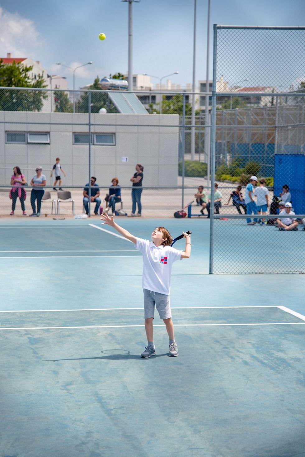 Nos élèves de l'AES tennis rentrent victorieux du tournoi à OAKA-7