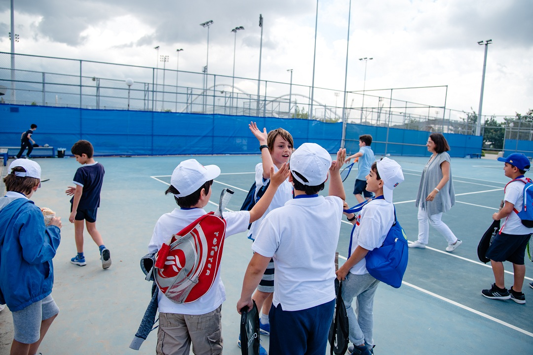 Nos élèves de l'AES tennis rentrent victorieux du tournoi à OAKA-8