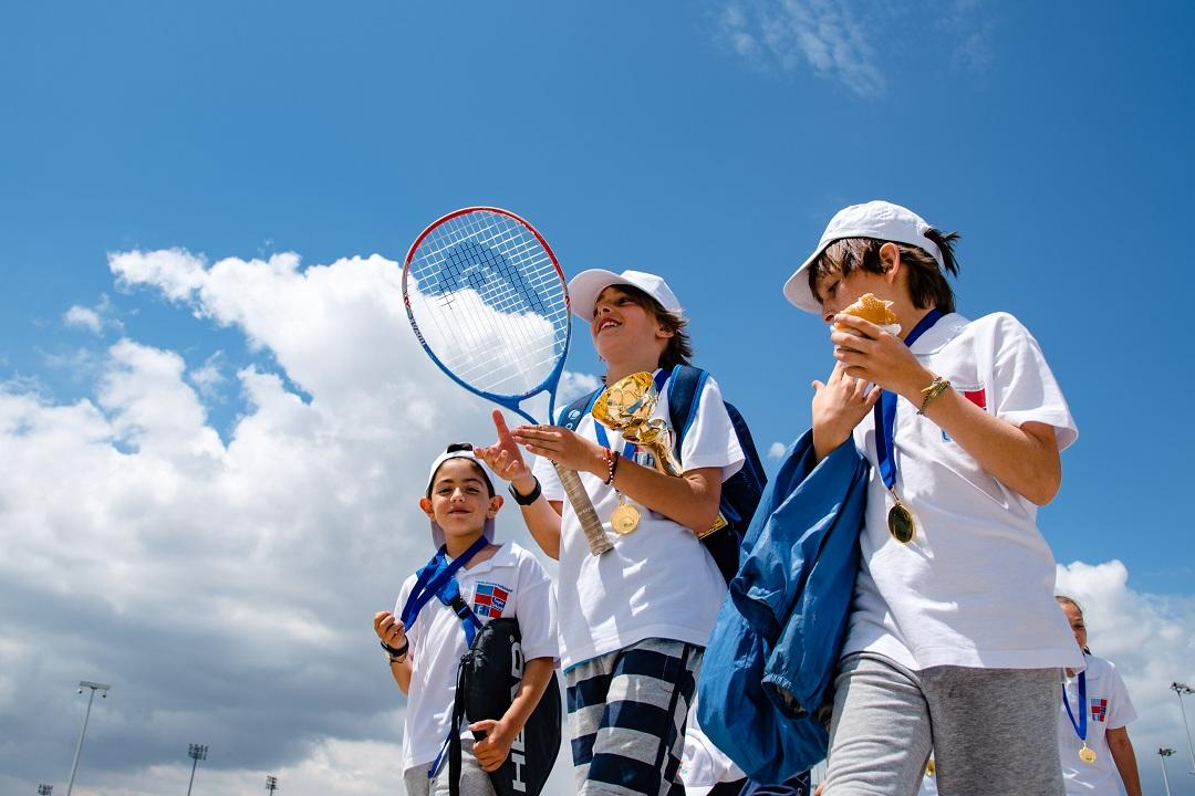 Nos élèves de l'AES tennis rentrent victorieux du tournoi à OAKA-11