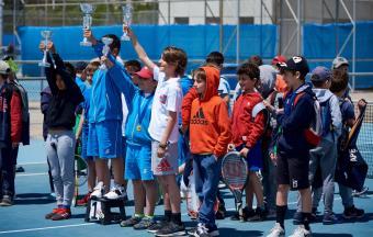 Victoire de nos élèves au tournoi de tennis inter-établissements d'OAKA-5