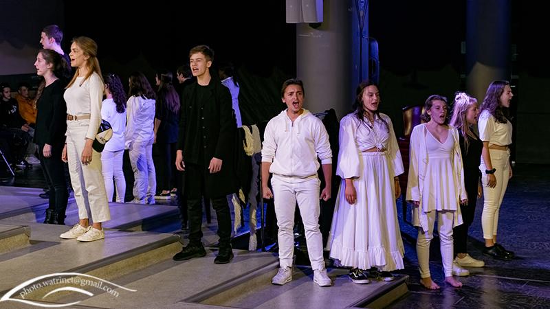 Les élèves de 1ère option théâtre présentent le spectacle « ANIMUS ANIMA »-3