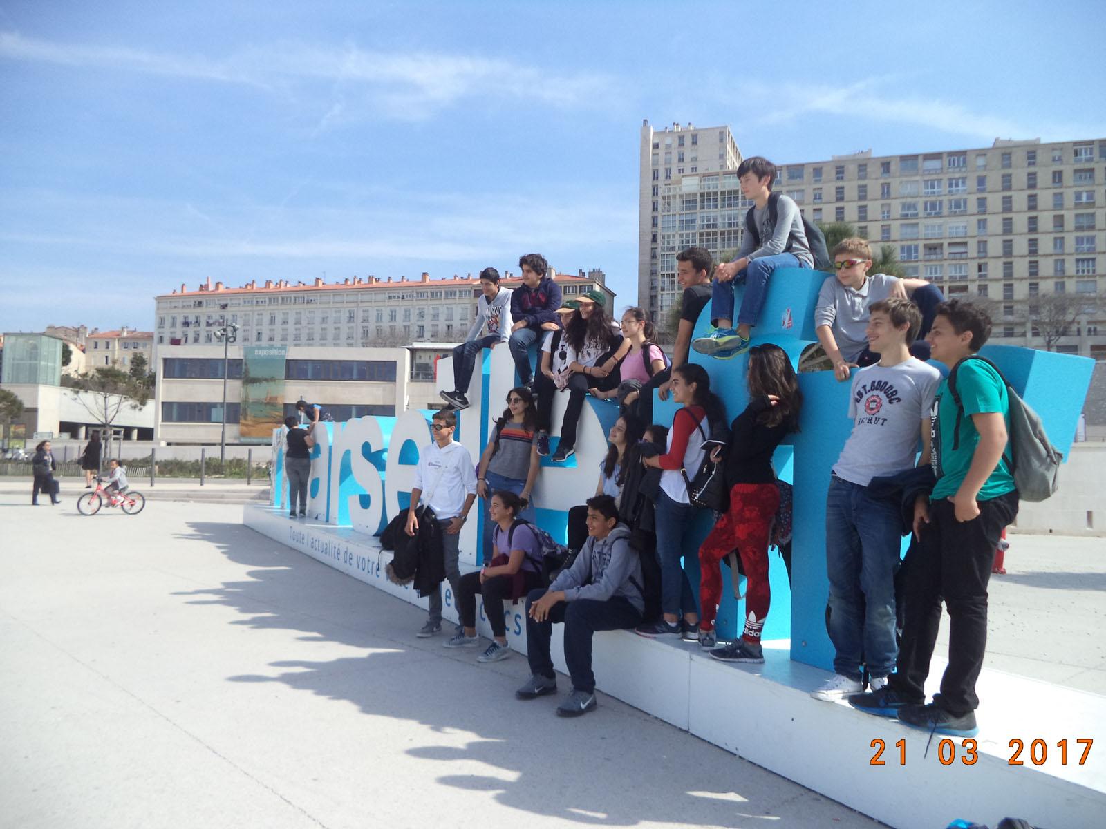 Echange mémorable avec le Collège Mignet d'Aix-en-Provence : Visites culturelles, projets littéraires et liens d'amitié pour nos élèves de 4.2.-0