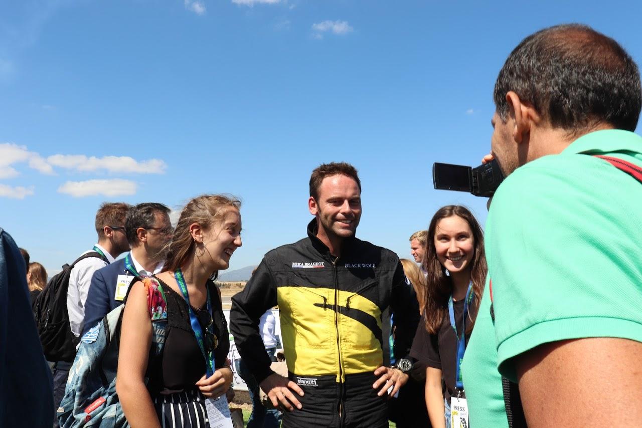 Nos élèves vidéastes interviewent les pilotes de la Patrouille de France-2