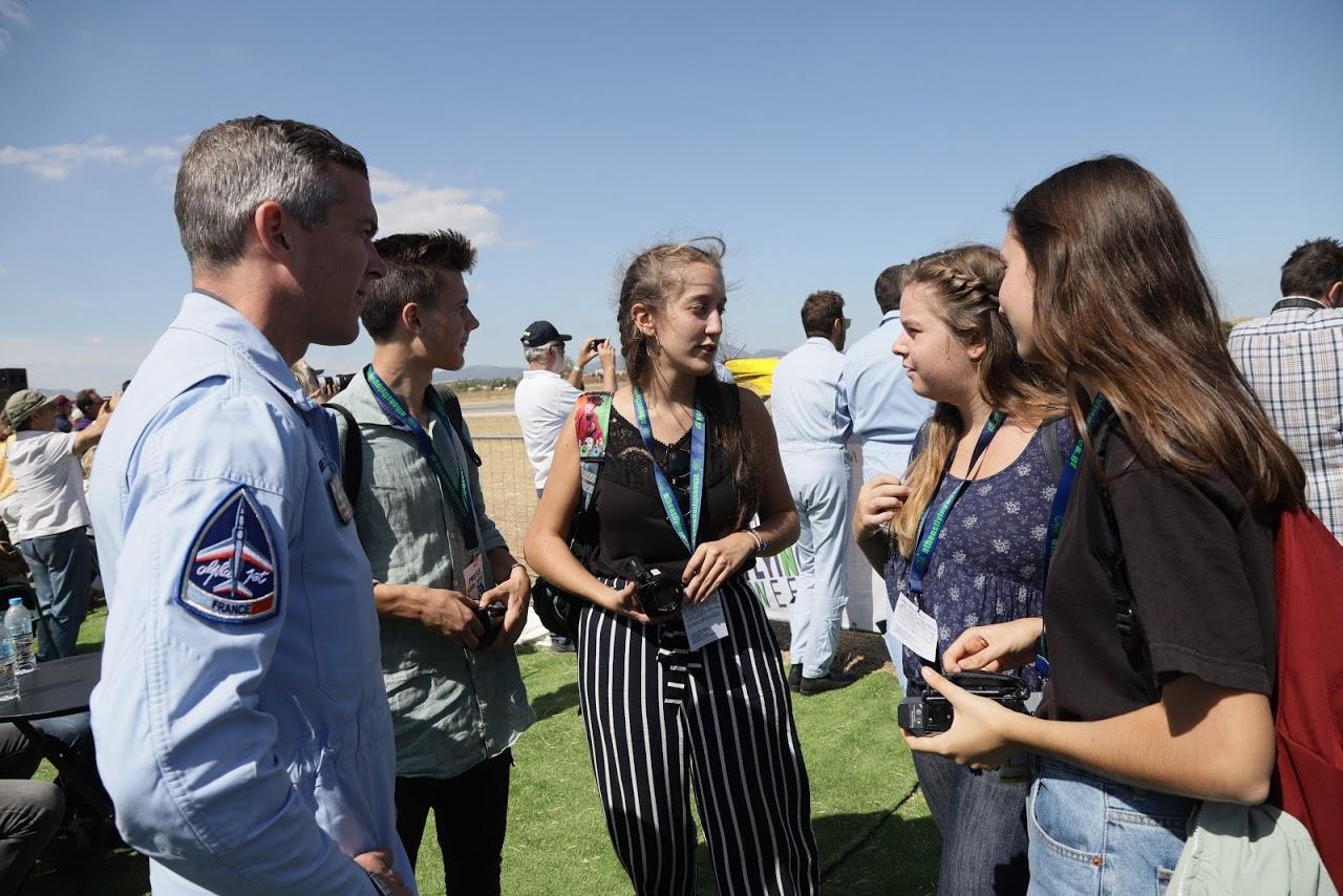 Nos élèves vidéastes interviewent les pilotes de la Patrouille de France-8