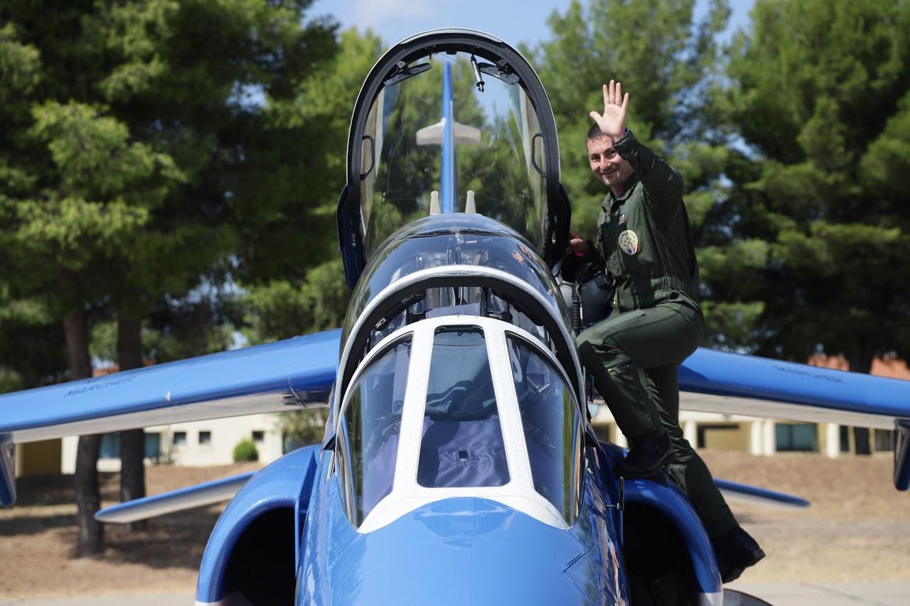 Nos élèves vidéastes interviewent les pilotes de la Patrouille de France-10