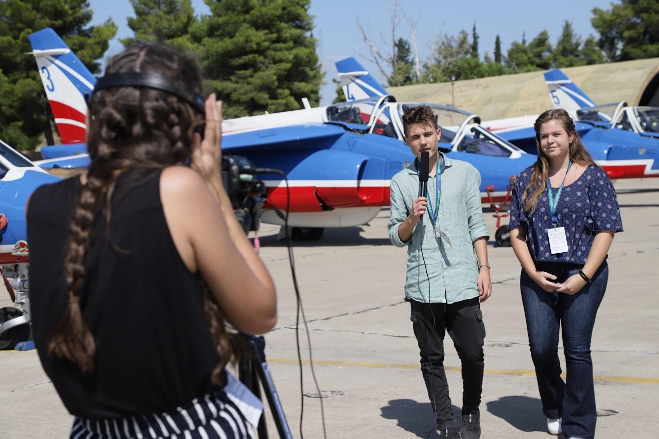 Nos élèves vidéastes interviewent les pilotes de la Patrouille de France-12
