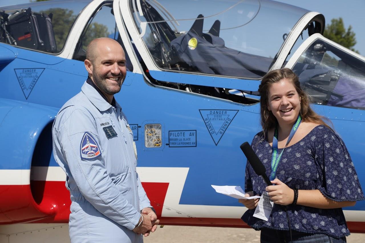 Nos élèves vidéastes interviewent les pilotes de la Patrouille de France-0