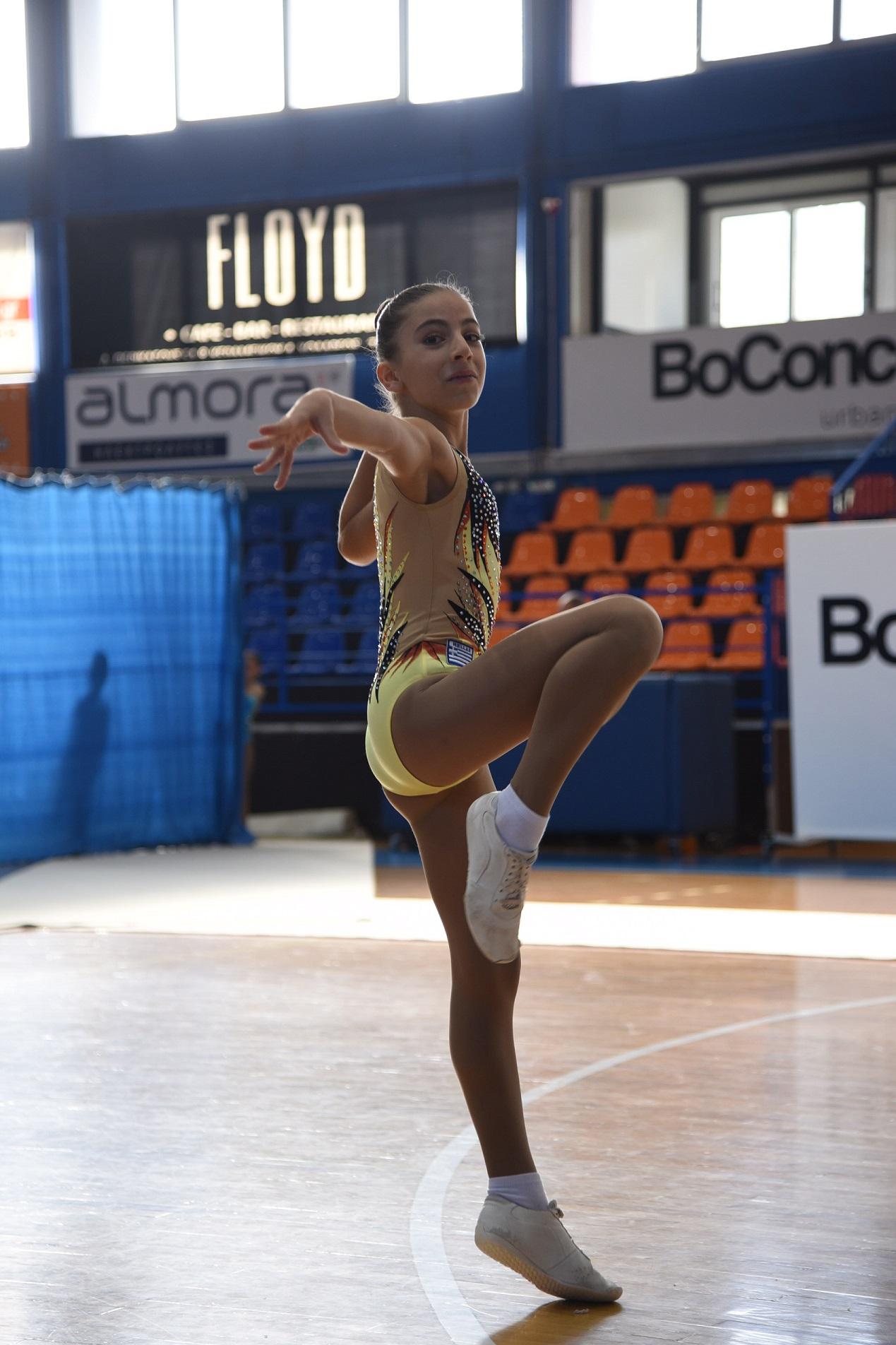 Notre élève Katia Spatha (6ème) remporte la médaille de bronze au Championnat national d'aérobic-1