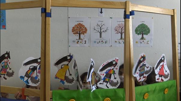 Les élèves de CP/CE1 (FLSCO) mettent en scène l'histoire de Loup