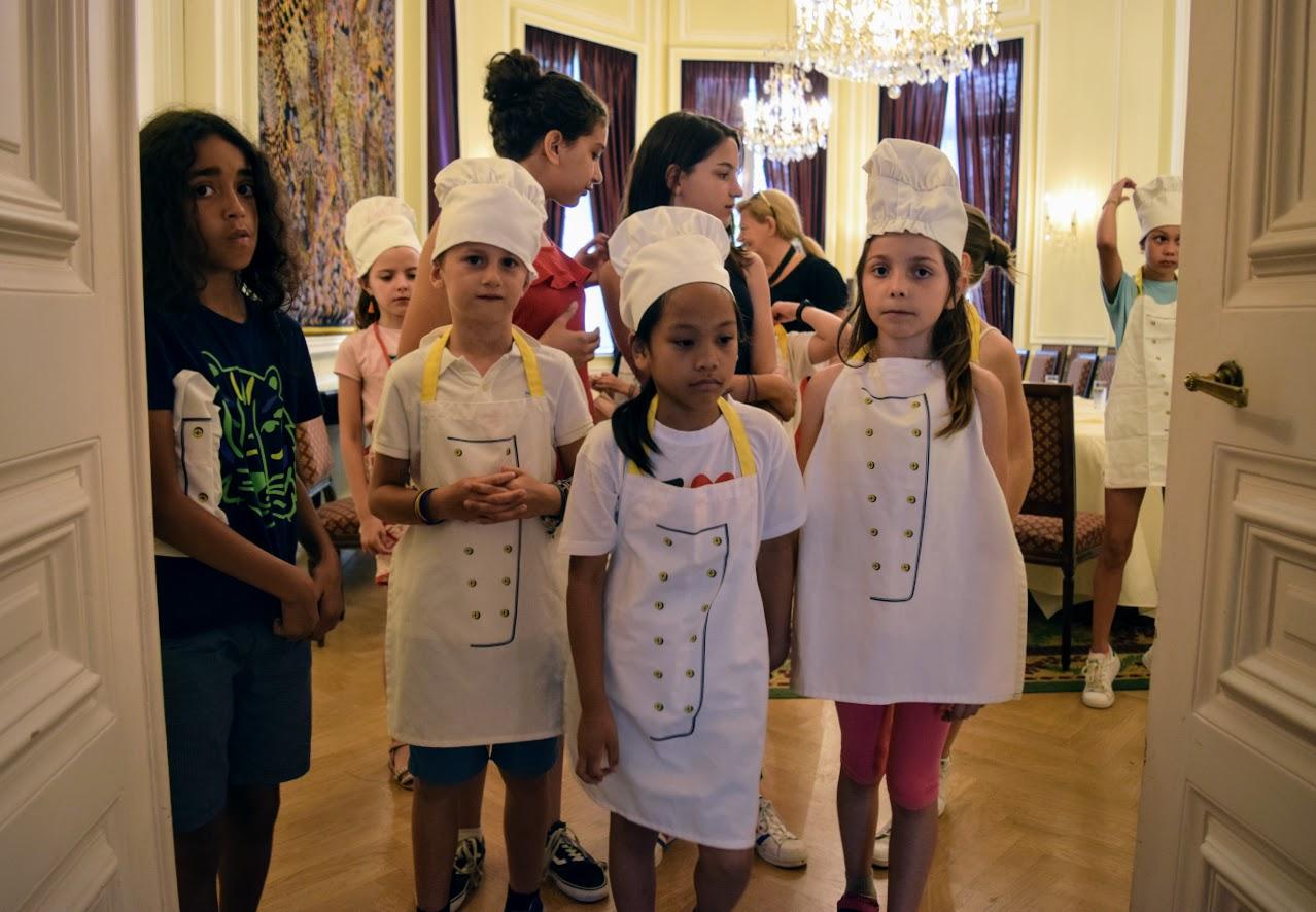 Nos cuisiniers en herbe s'exercent dans les cuisines de l'Ambassade de France-4