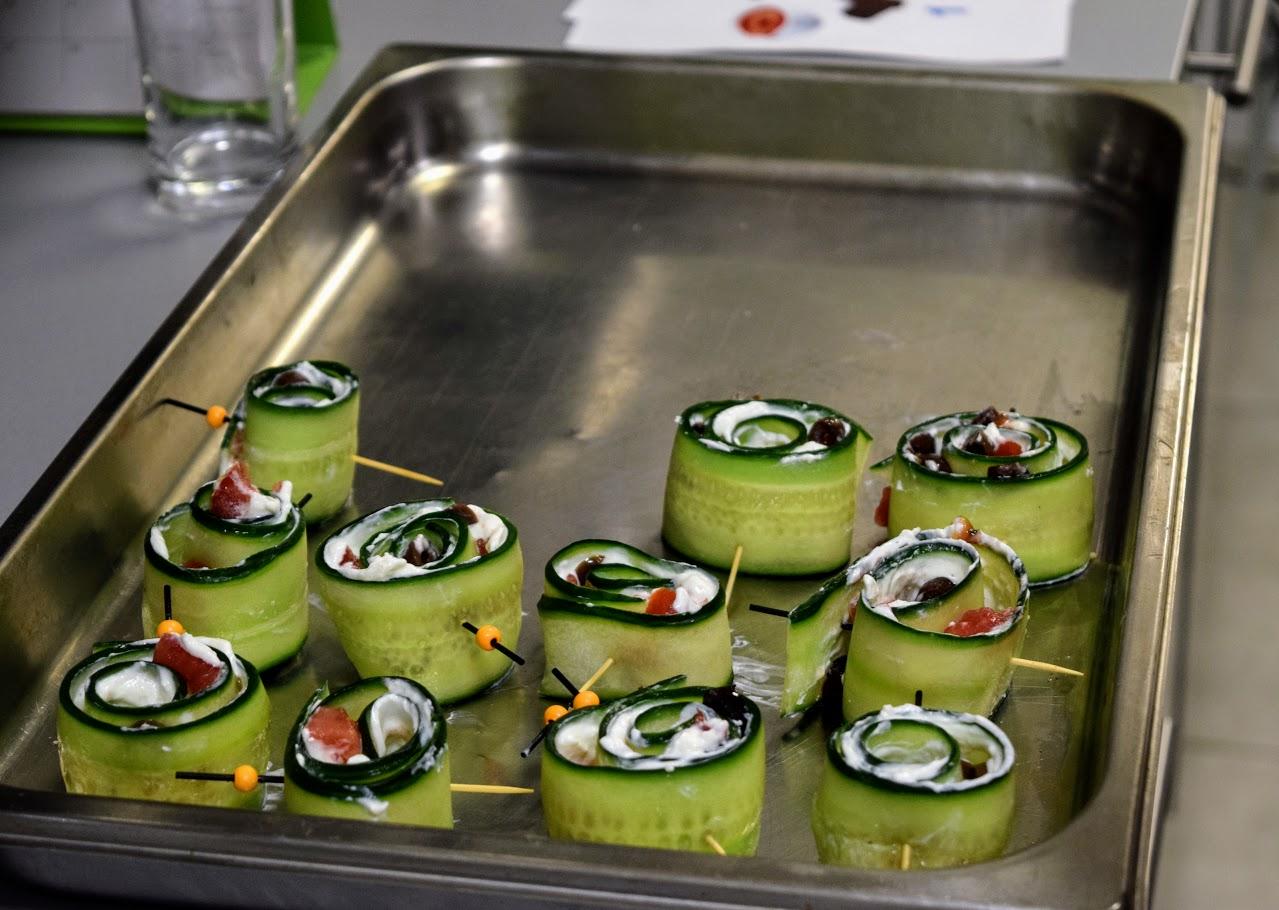 Nos cuisiniers en herbe s'exercent dans les cuisines de l'Ambassade de France-13