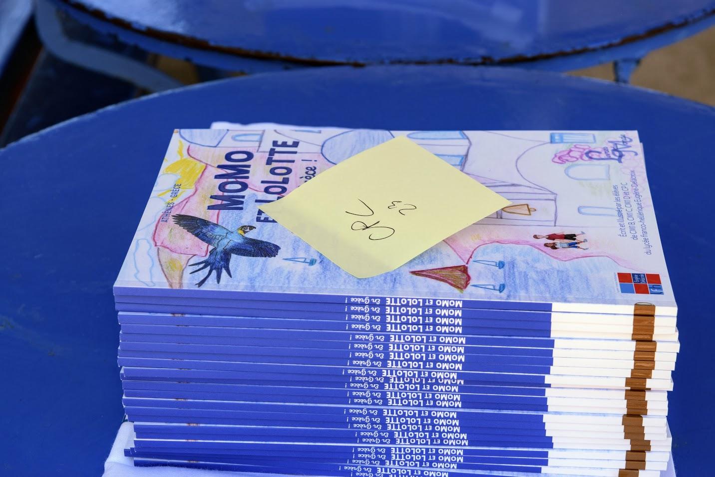 « Momo et Lolotte en Grèce » : nos jeunes élèves écrivains reçoivent la version papier-3