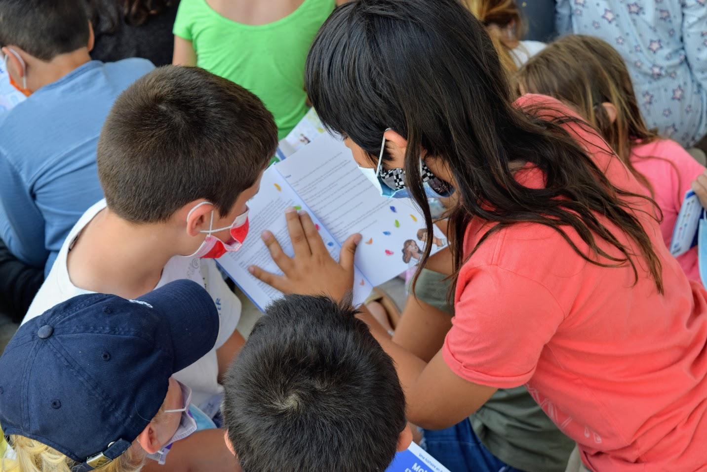 « Momo et Lolotte en Grèce » : nos jeunes élèves écrivains reçoivent la version papier-9
