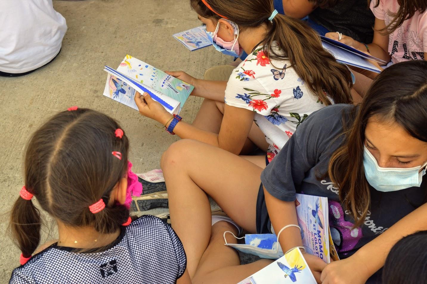 « Momo et Lolotte en Grèce » : nos jeunes élèves écrivains reçoivent la version papier-10