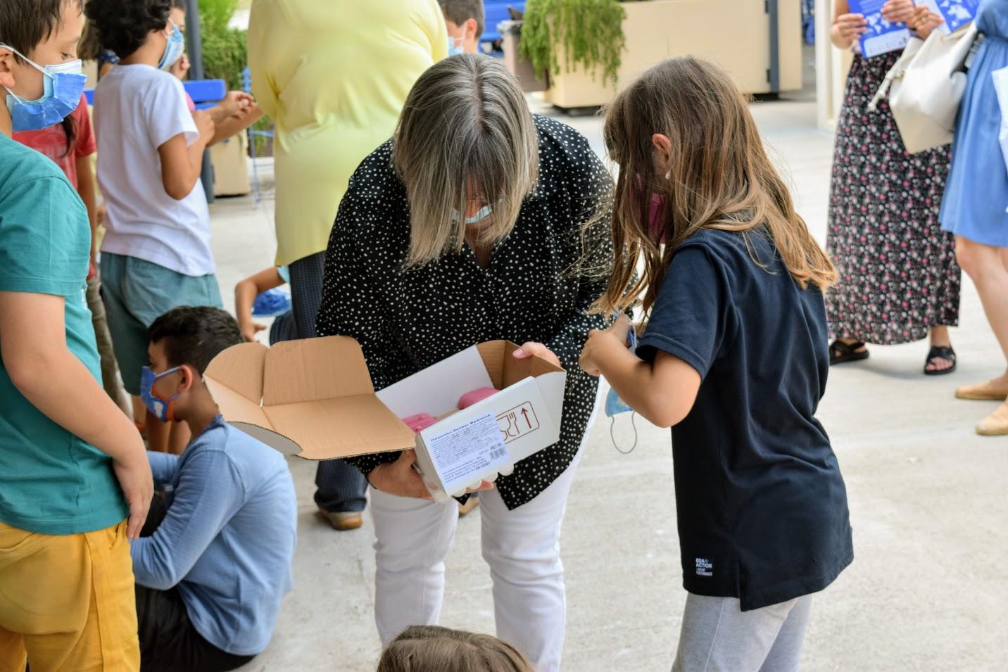« Momo et Lolotte en Grèce » : nos jeunes élèves écrivains reçoivent la version papier-1