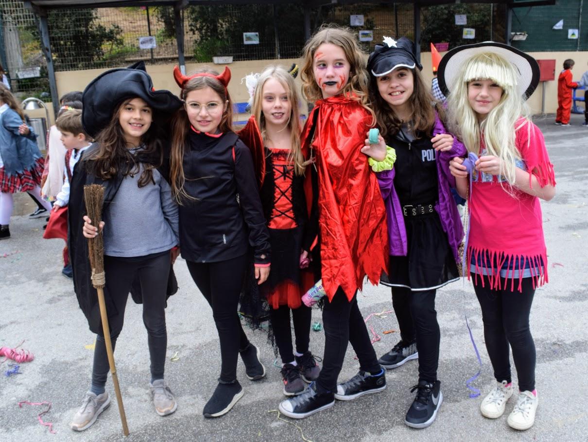 Παιχνίδια, χοροί και μεταμφιέσεις... Το δημοτικό σχολείο του LFHED γιορτάζει το καρναβάλι !-0