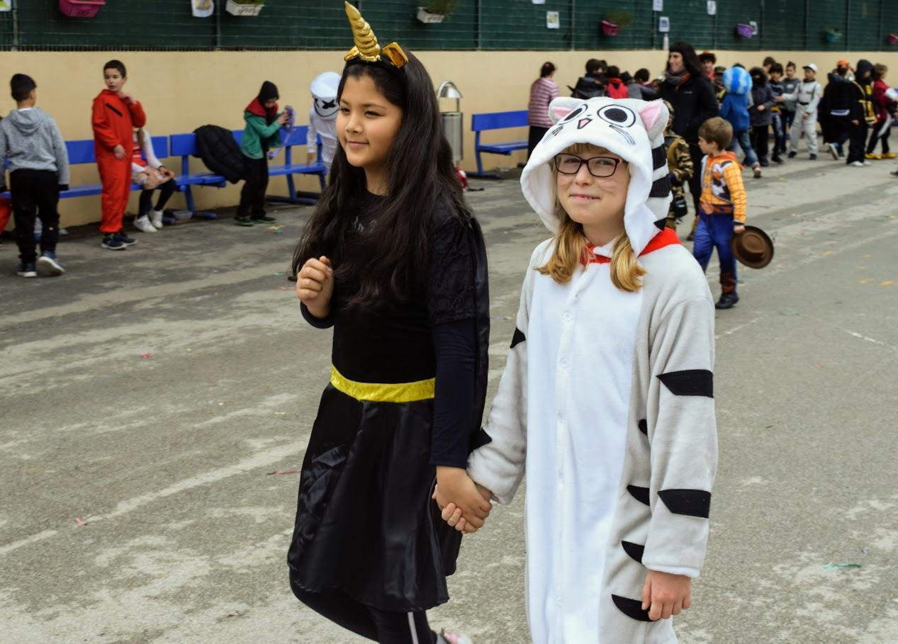 Παιχνίδια, χοροί και μεταμφιέσεις... Το δημοτικό σχολείο του LFHED γιορτάζει το καρναβάλι !-1