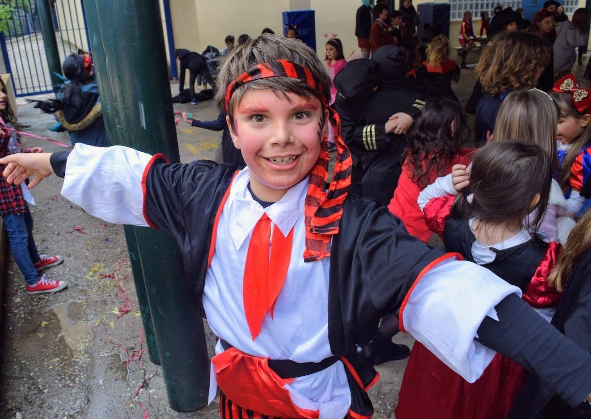 Παιχνίδια, χοροί και μεταμφιέσεις... Το δημοτικό σχολείο του LFHED γιορτάζει το καρναβάλι !-2