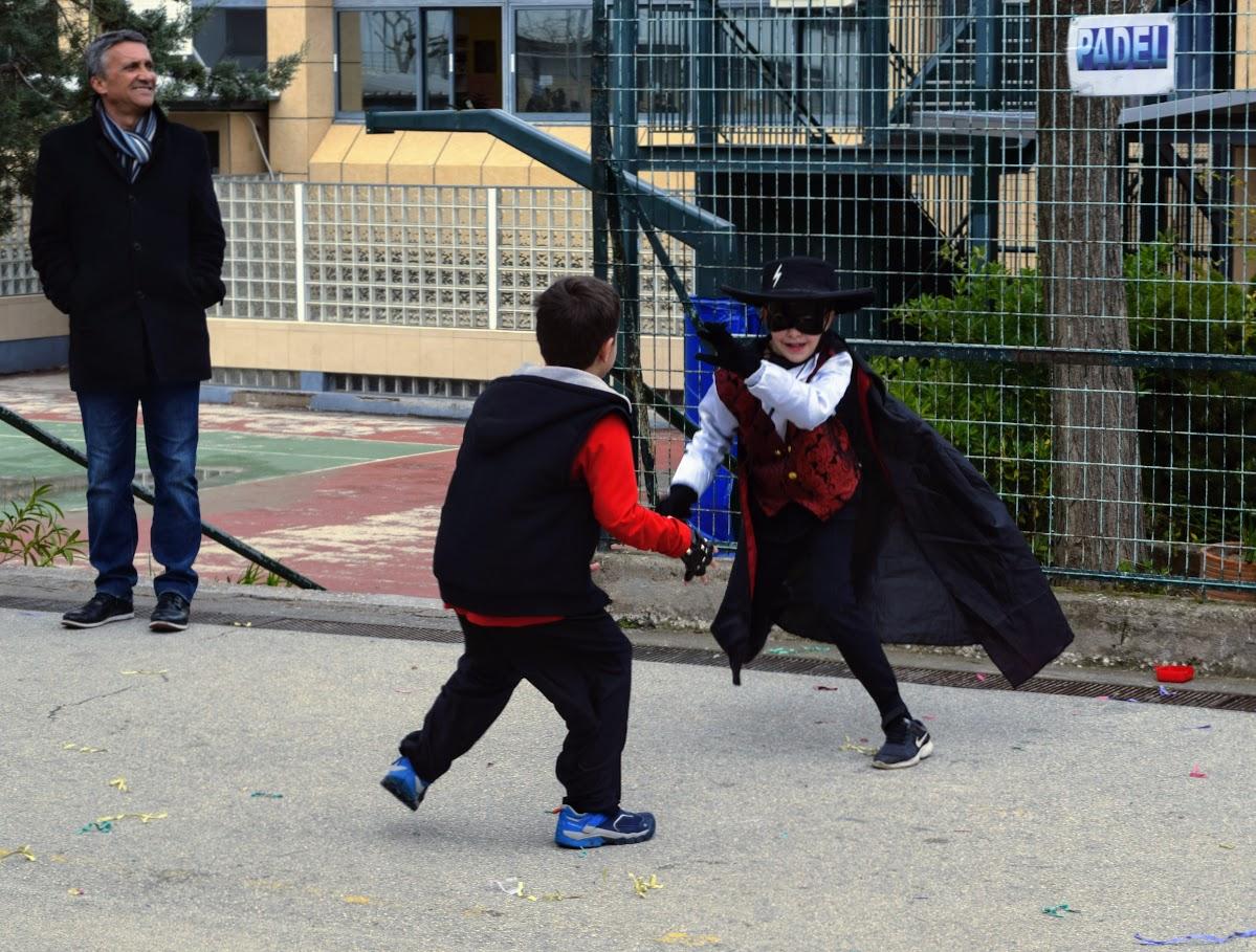 Παιχνίδια, χοροί και μεταμφιέσεις... Το δημοτικό σχολείο του LFHED γιορτάζει το καρναβάλι !-6