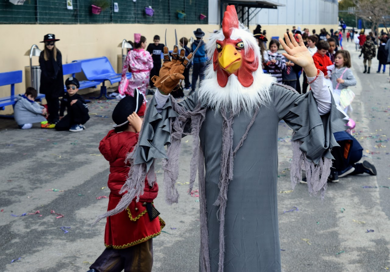 Παιχνίδια, χοροί και μεταμφιέσεις... Το δημοτικό σχολείο του LFHED γιορτάζει το καρναβάλι !-7