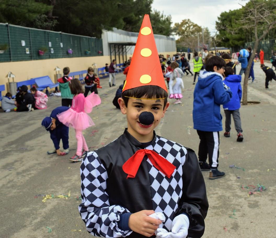 Παιχνίδια, χοροί και μεταμφιέσεις... Το δημοτικό σχολείο του LFHED γιορτάζει το καρναβάλι !-8