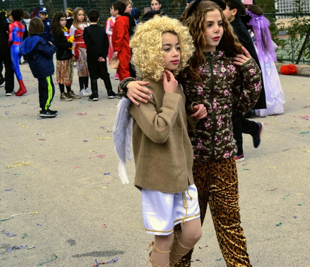 Παιχνίδια, χοροί και μεταμφιέσεις... Το δημοτικό σχολείο του LFHED γιορτάζει το καρναβάλι !-9
