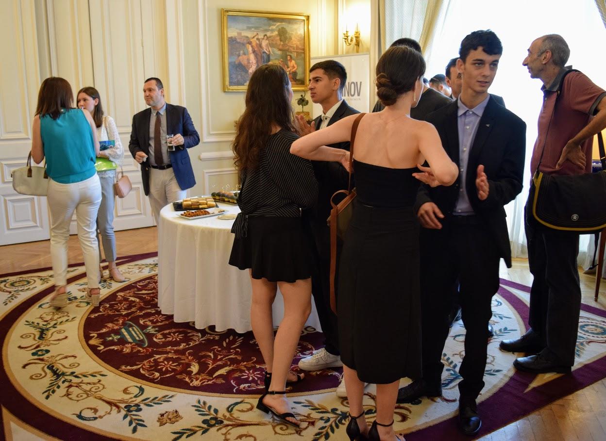 Les bacheliers et « apofoitoi » reçoivent leur diplôme à l'Ambassade -3