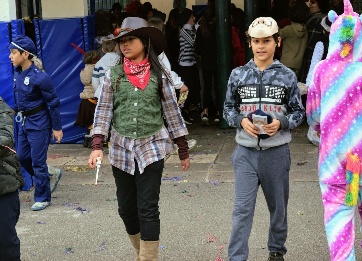 Παιχνίδια, χοροί και μεταμφιέσεις... Το δημοτικό σχολείο του LFHED γιορτάζει το καρναβάλι !-15