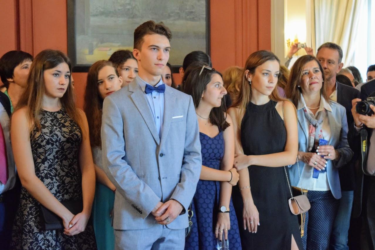 Les bacheliers et « apofoitoi » reçoivent leur diplôme à l'Ambassade -8