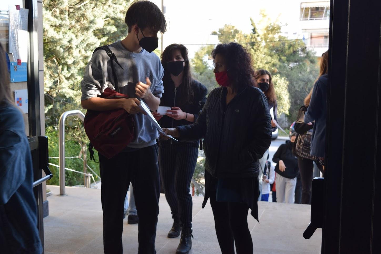 Retour des lycéens sur les bancs de l'école-1