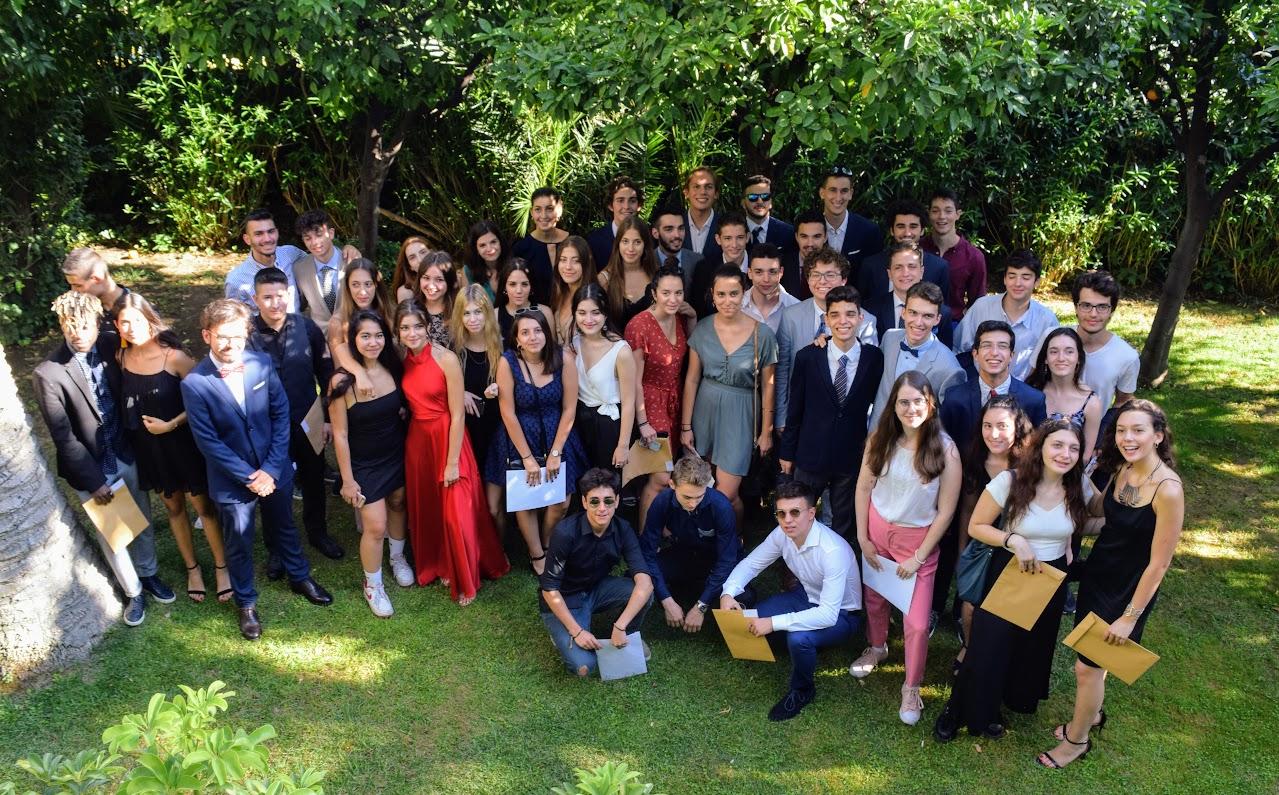 Les bacheliers et « apofoitoi » reçoivent leur diplôme à l'Ambassade -15