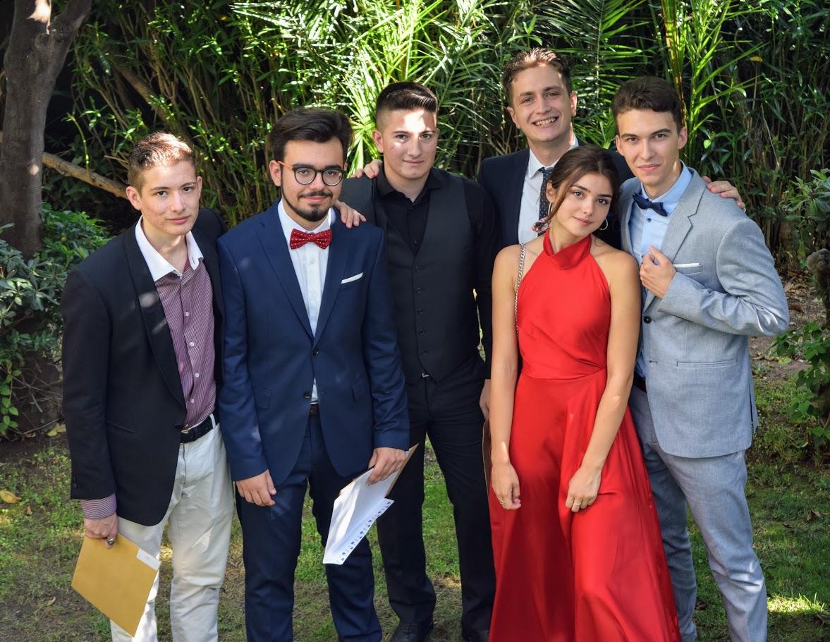 Les bacheliers et « apofoitoi » reçoivent leur diplôme à l'Ambassade -17