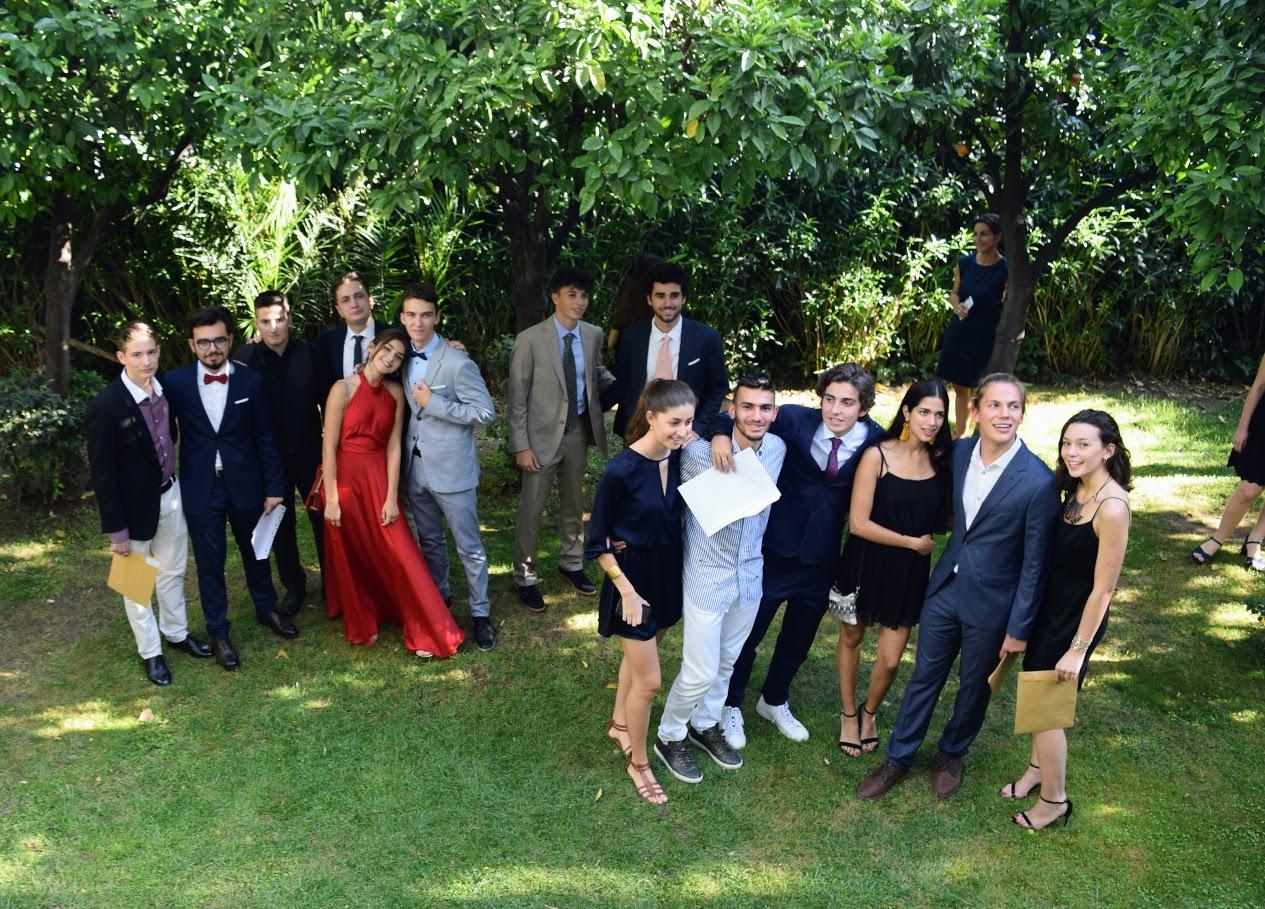Les bacheliers et « apofoitoi » reçoivent leur diplôme à l'Ambassade -18