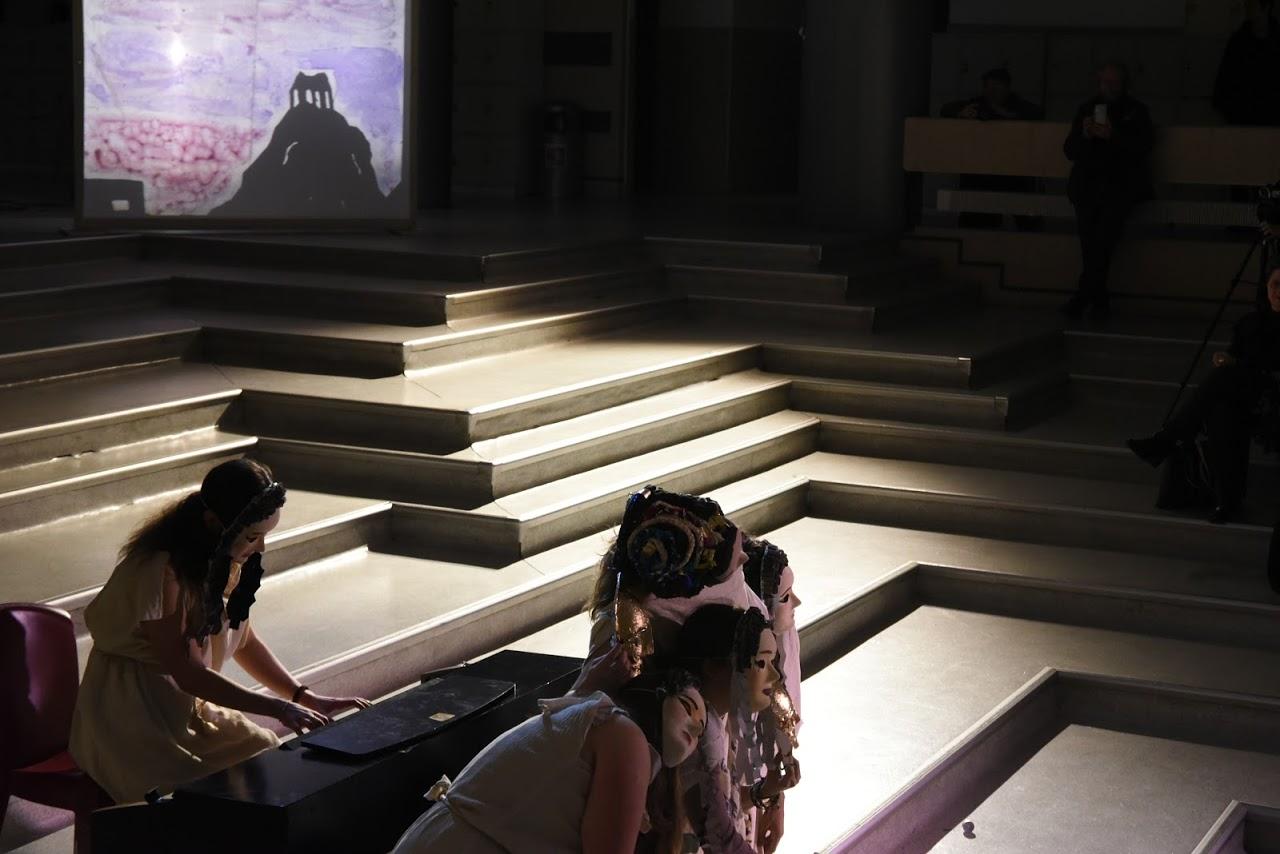 Παράσταση των μαθητών της Β' Λυκείου της Option Théâtre « Ιφιγένεια 14 »-10