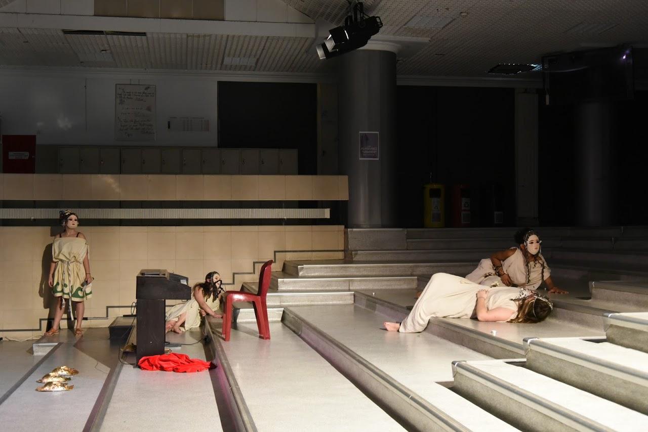 Παράσταση των μαθητών της Β' Λυκείου της Option Théâtre « Ιφιγένεια 14 »-12