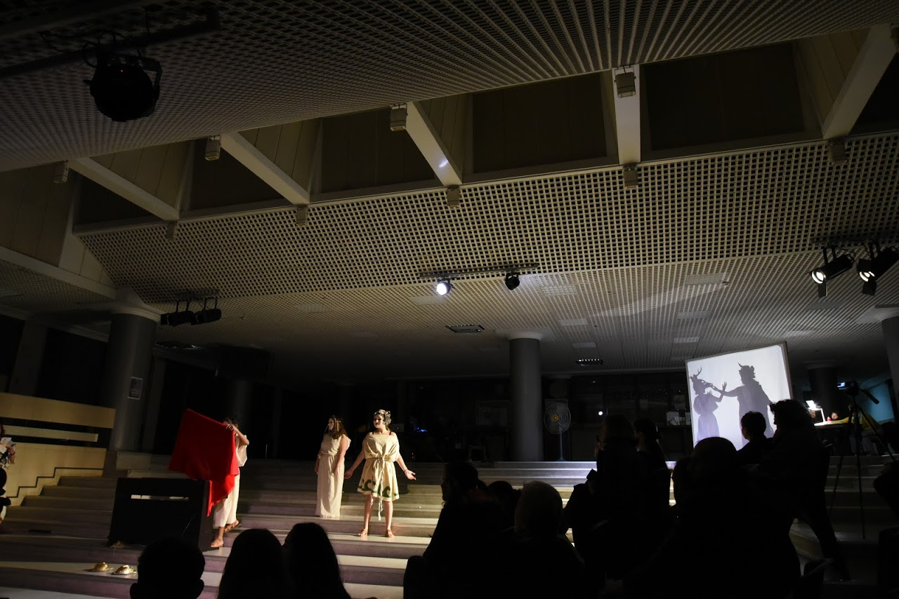 Παράσταση των μαθητών της Β' Λυκείου της Option Théâtre « Ιφιγένεια 14 »-13