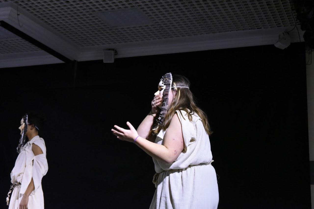 Παράσταση των μαθητών της Β' Λυκείου της Option Théâtre « Ιφιγένεια 14 »-1